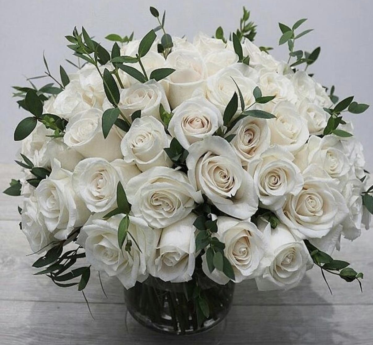 80 std roses with vases and leaves